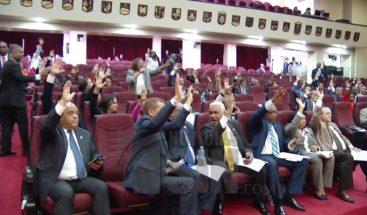 Diputados proponen que senadores actúen solo como testigos en discusión ley de partidos