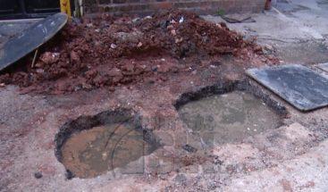 Residentes en Bella Vista denuncian no puede soportar mal olor del drenaje
