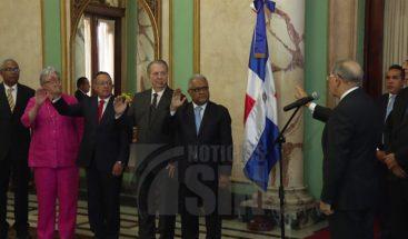 Medina juramenta a nuevo funcionarios designados mediante el decreto 168-18
