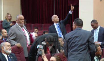 Afirman legislador Víctor Suarez no recibió bonos para las madres porque lo encontró poco