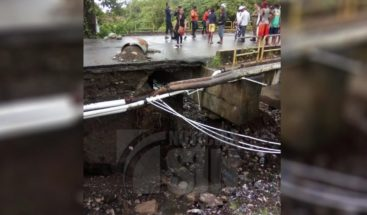Residentes de Cambita Garabitos reclaman arreglo de puente a punto del colapso