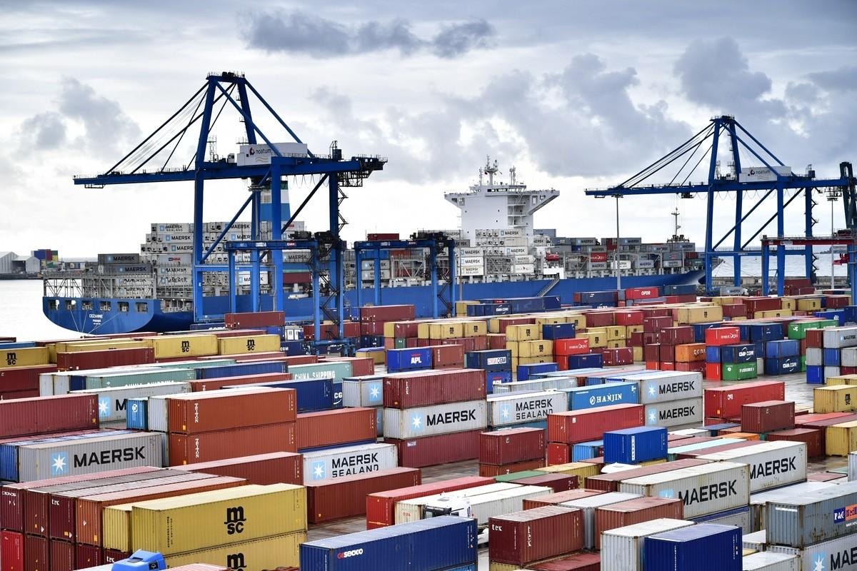 Procurador firma protocolo para control de buques en puertos del país