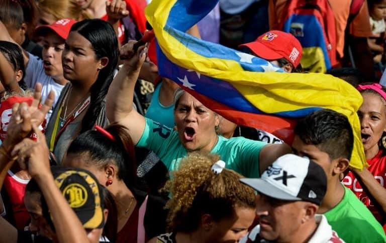 Cientos de venezolanos protestan en Chile contra