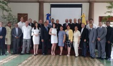 Monseñor Ozoria realiza almuerzo de fraternidad con propietarios y directores de medios