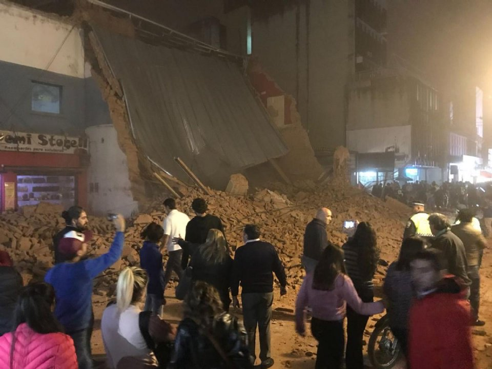 Al menos tres muertos en Argentina por un derrumbe de un edificio