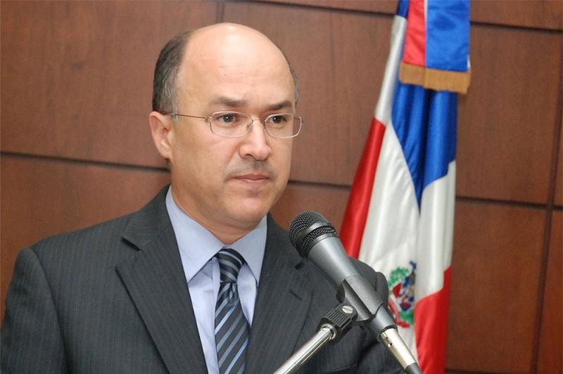 Domínguez Brito entrega su declaración jurada de bienes tras renunciar al cargo