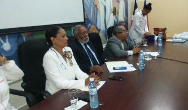 Director SNS se compromete a resolver deficiencias en hospital de Azua