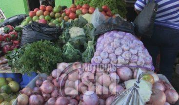 Amas de casa en Azua desesperadas por el alza en los precios de la canasta familiar