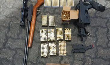 Aduanas halla en envíos armas de alto calibre y municiones