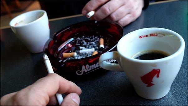 Estudio revela que el fumar tabaco daña los músculos de las piernas