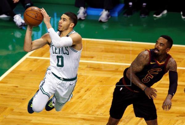 James rechaza estar fatigado; Celtics, con Tatum, a un triunfo de las Finales