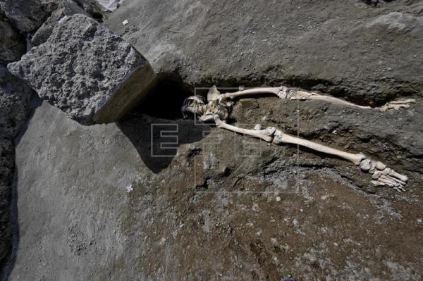 Descubren en Pompeya esqueleto de hombre víctima de la furia de la erupción
