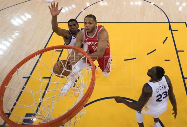 98-94. Gordon coloca a Rockets a un triunfo de las Finales de la NBA