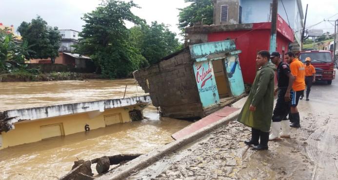 Familias lo pierden todo por lluvias en Monseñor Nouel