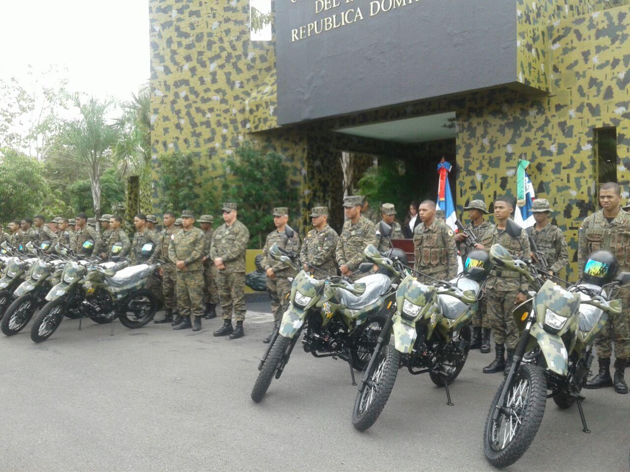 Ejército entrega motocicletas autoridades en la frontera