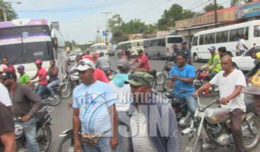 Motoconchistas en Azua se lanzan a las calles por supuesto atropello de parte de Amet
