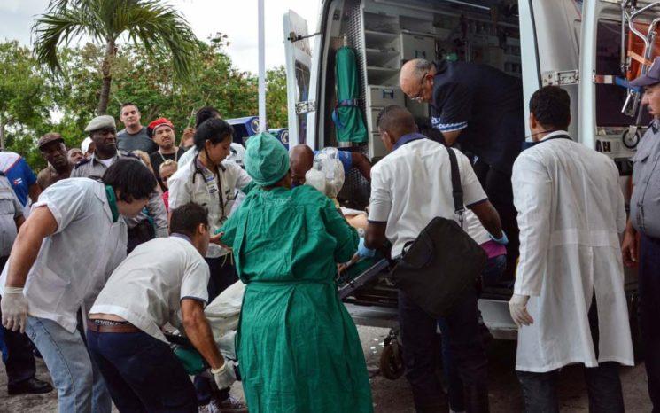 Dos supervivientes accidente aéreo en Cuba siguen en estado crítico extremo
