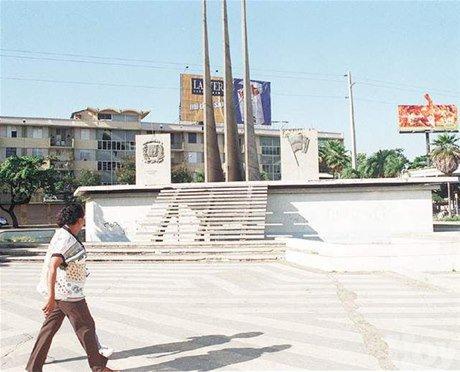 Ayuntamiento del DN inicia trabajos de remodelación plaza La Trinitaria