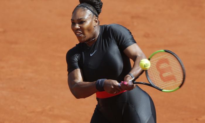 Serena Williams remonta y pasa a la tercera ronda de Roland Garros