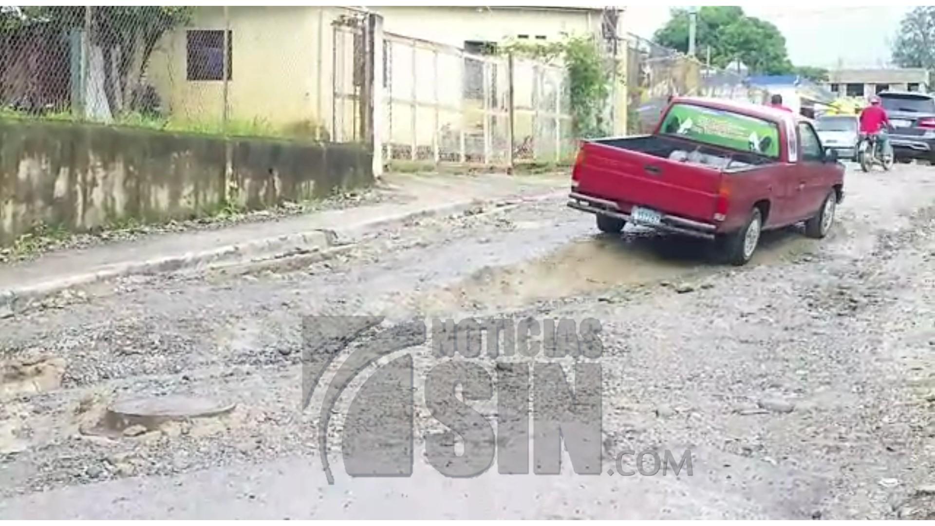 Moradores denuncian el mal estado de las calles del municipio El Riito
