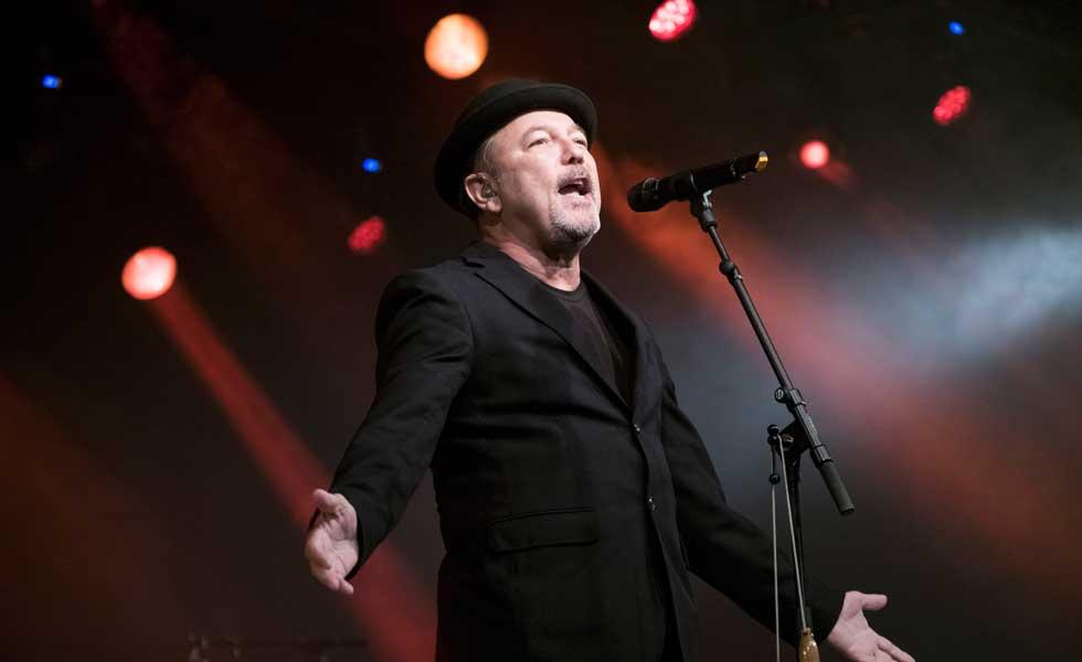 Rubén Blades ofrece repaso de su obra en su faceta como 'crooner' en México