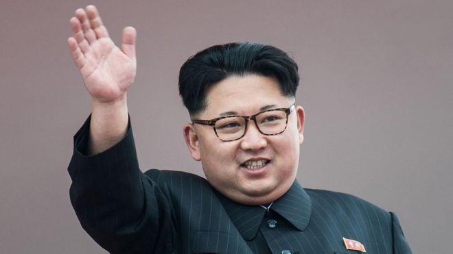 Kim Jong-un llega al hotel de la cumbre con Trump