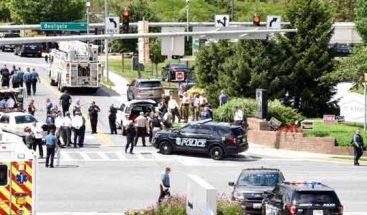 Acusan de cinco cargos de asesinato al atacante del periódico de EE.UU.
