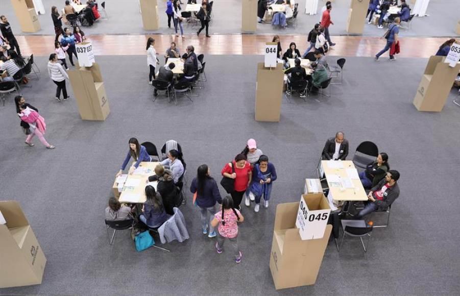 Abren los colegios colombianos para elegir al próximo presidente