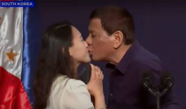 El beso de Duterte a una trabajadora filipina en Seúl desata ola de críticas