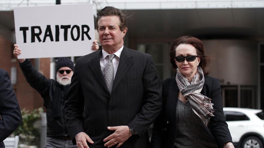 Fiscal de la trama rusa en EEUU inspecciona mensajes en teléfonos de testigos