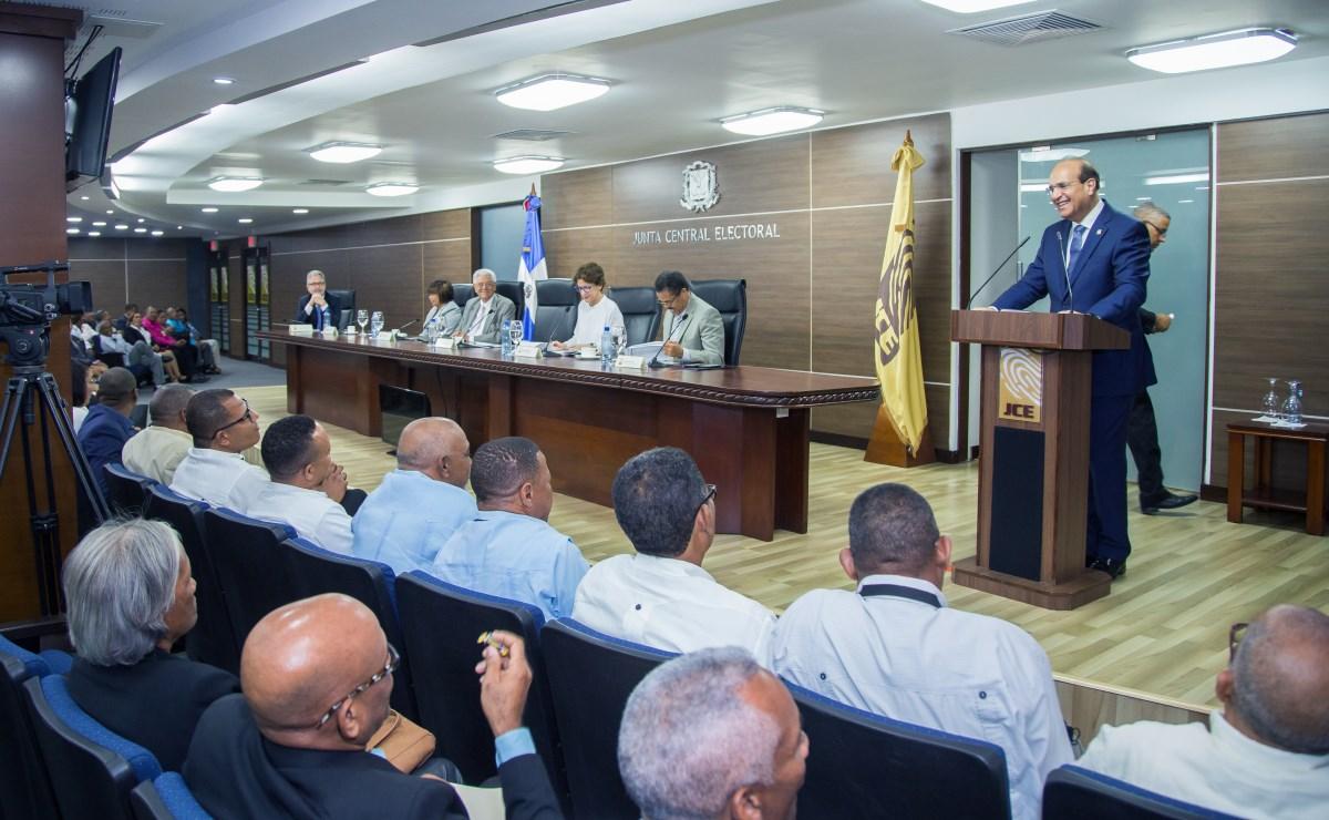 Pleno JCE se reúne con secretarios de juntas municipales del país