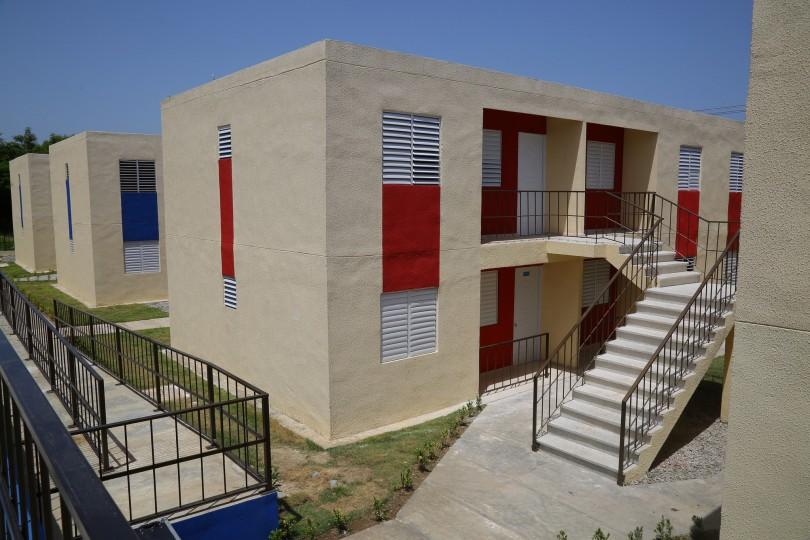 Presidente Medina entrega proyecto habitacional INVI Villa Progreso en Peravia