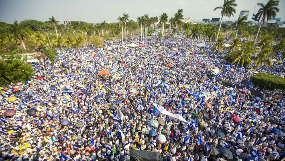 Miles de personas marchan en Managua por menores asesinados durante protestas