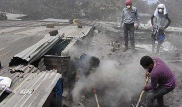 Alertan sobre el peligro de inhalar gases que ha desprendido Volcán de Fuego