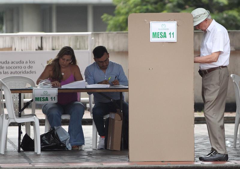 Los colegios electorales colombianos cierran tras ocho horas de votación