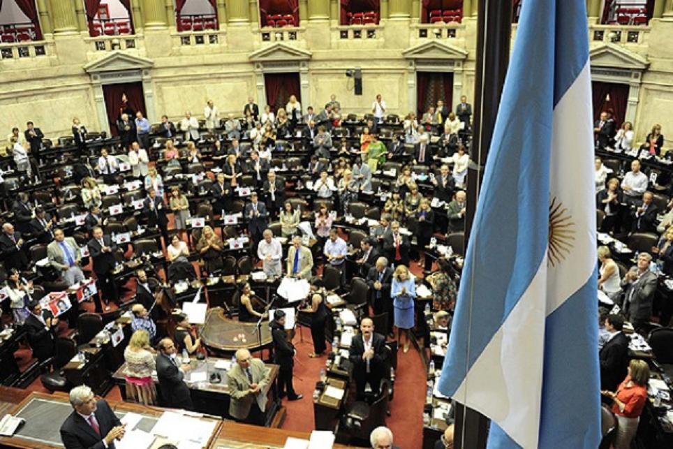 Cámara Diputados argentina aprueba ley despenaliza el aborto y pasa a Senado
