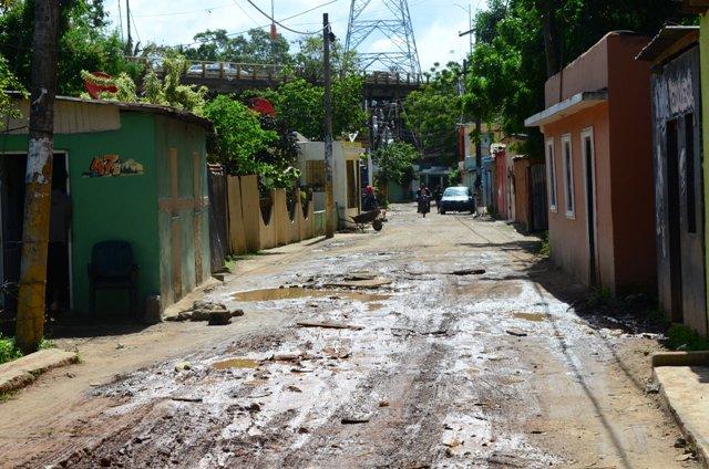 Comunitarios de SDN reclaman construcción de tramo carretera del Km 26