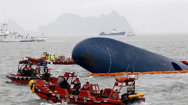 Mueren 13 personas y 12 desaparecen en naufragio en zona central de Indonesia