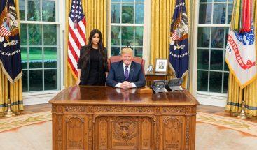 Trump concede la libertad a una presa, que cumplía cadena perpetua, tras las presiones de Kim Kardashian