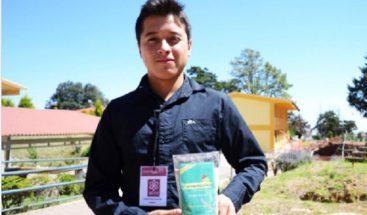 Estudiante mexicano crea polvo empanizador con huevo de chinche de agua