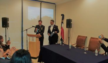 Miembro nobleza europea dicta conferencia en UNICARIBE COLLEGE