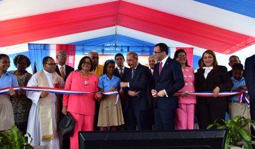 Presidente Medina entrega centro educativo en Manoguayabo