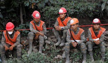 Guatemala suspende las labores de búsqueda tras la erupción volcánica debido al alto riesgo