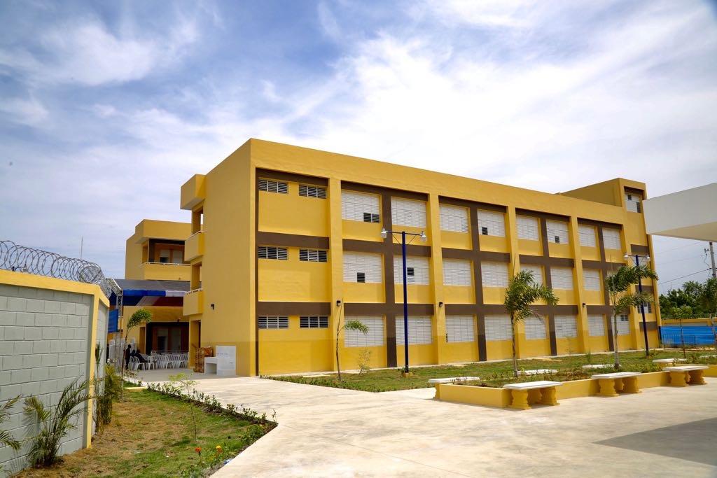 Presidente Medina entrega centro educativo en Santo Domingo Este