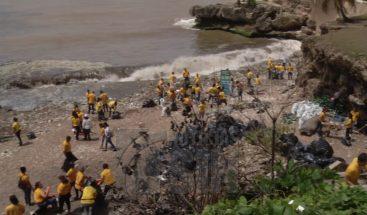 Realizan jornada de limpieza en la playa Fuerte San Gil
