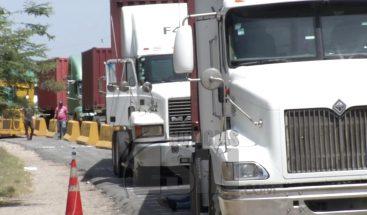 Camioneros paralizan labores en Puerto Multimodal Caucedo