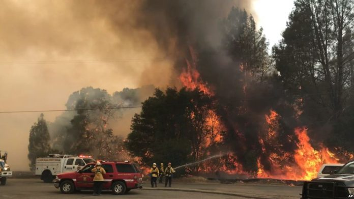 Gobernador de California declara en emergencia el norte del estado por incendio forestal
