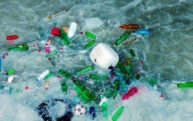 Medio Ambiente: habrán medidas drásticas contra quienes lancen residuos plásticos en vías públicas