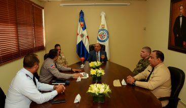 Ministro de Interior y Policíase reúne en mesa de trabajo con alto mando militar y policial