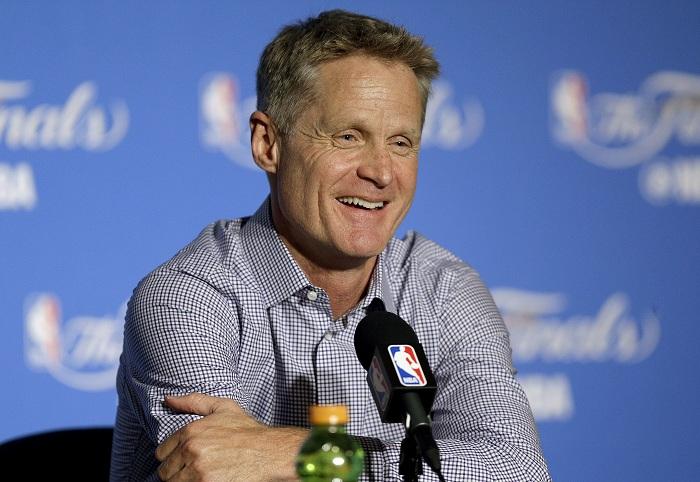 Steve Kerr confirma seguirá con los Warriors de Golden State